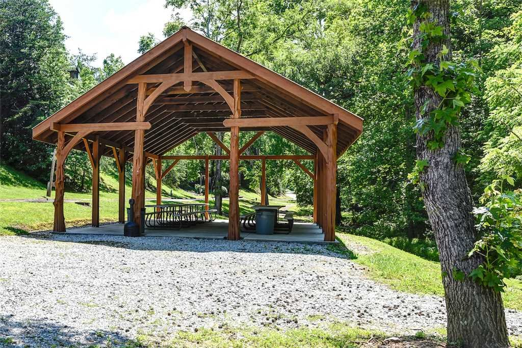 Photo of a Pigeon Forge Cabin named Woodland Escape - This is the thirtieth photo in the set.