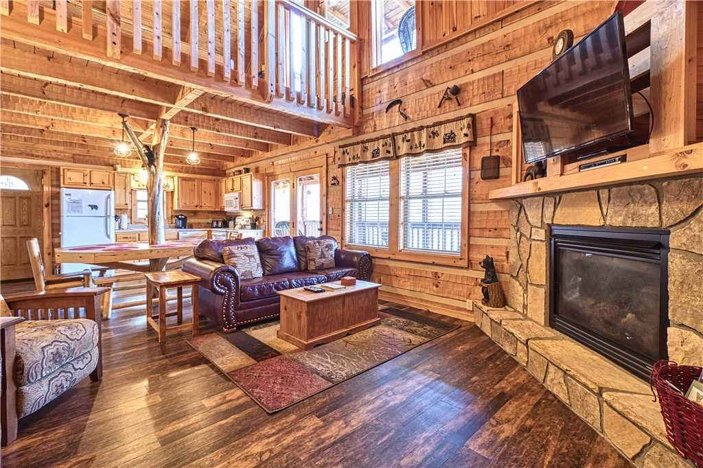 Photo of a Gatlinburg Cabin named Chubby And Cubby's Den - This is the first photo in the set.