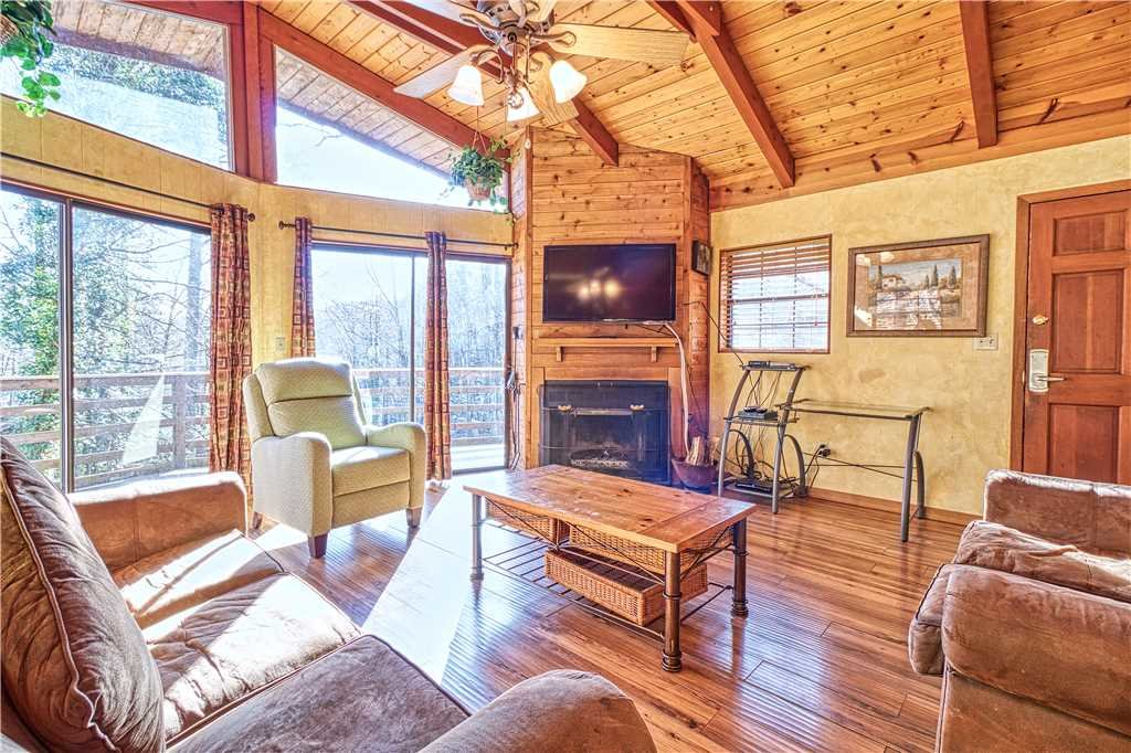 Photo of a Gatlinburg Cabin named Creekside - This is the first photo in the set.
