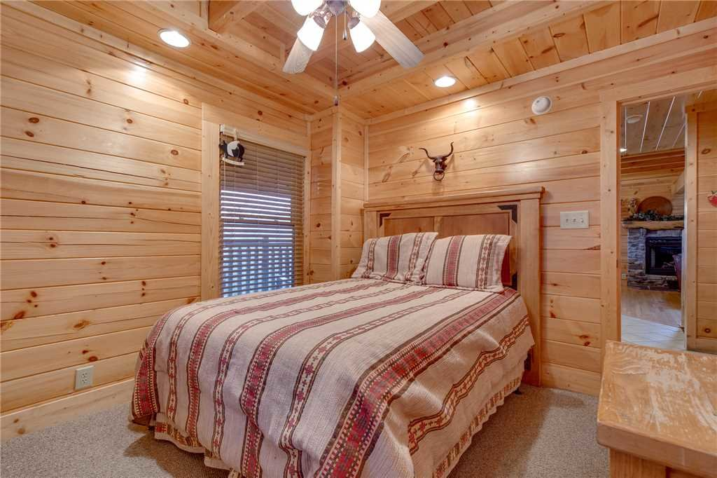 Photo of a Pigeon Forge Cabin named Destiny's Lodge - This is the twenty-first photo in the set.