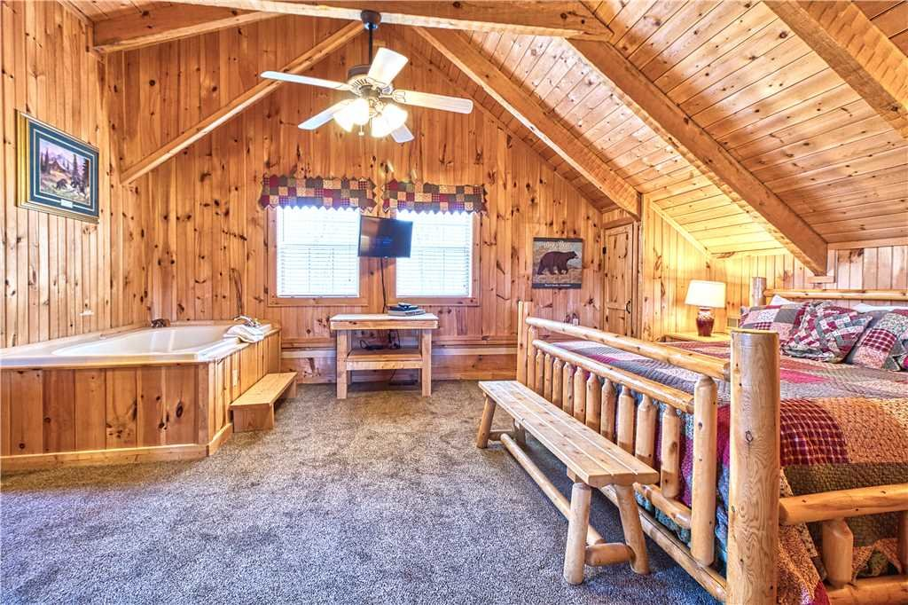 Photo of a Gatlinburg Cabin named Chubby And Cubby's Den - This is the fourteenth photo in the set.