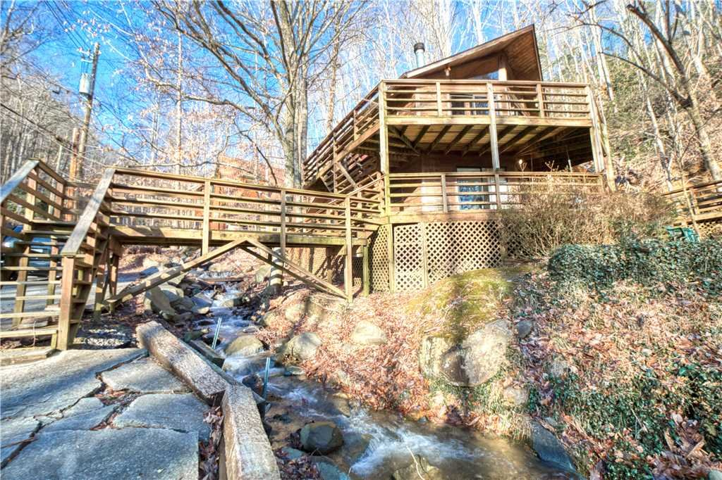 Photo of a Gatlinburg Cabin named Creekside - This is the thirty-first photo in the set.