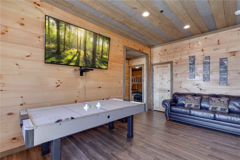 Photo of a Gatlinburg Cabin named Great Smoky Lodge - This is the seventeenth photo in the set.