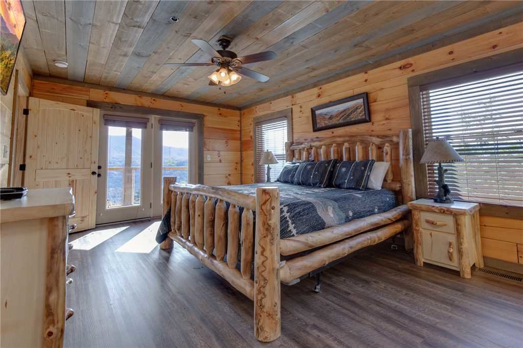 Photo of a Gatlinburg Cabin named Great Smoky Lodge - This is the twentieth photo in the set.