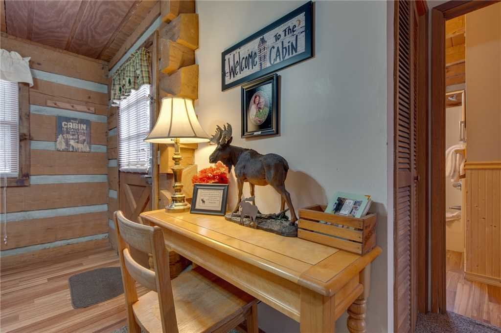 Photo of a Gatlinburg Cabin named Moose Crossing - This is the fifth photo in the set.
