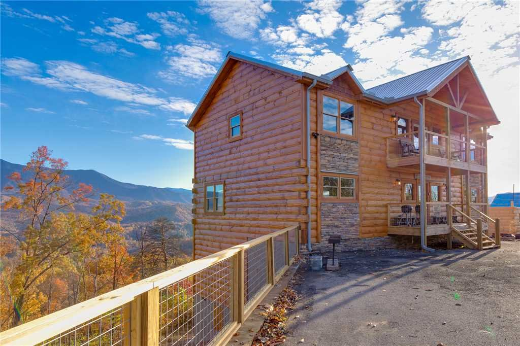 Photo of a Gatlinburg Cabin named Great Smoky Lodge - This is the fiftieth photo in the set.