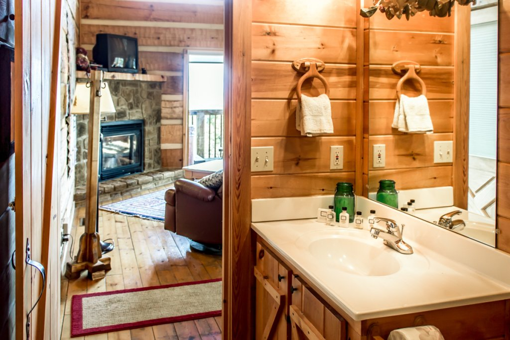 Photo of a Pigeon Forge Cabin named Halleluia - This is the eighth photo in the set.