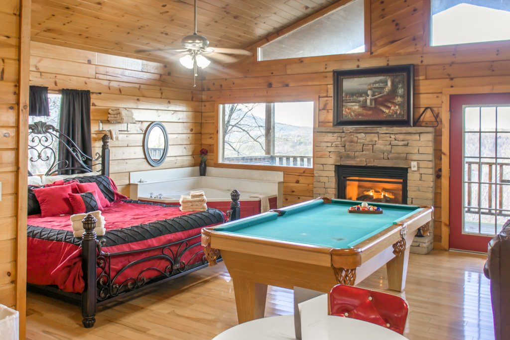 Photo of a Sevierville Chalet named Lucky Star - This is the fifth photo in the set.