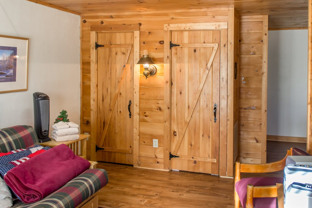 Photo of a Pigeon Forge Cabin named Halleluia - This is the twenty-second photo in the set.