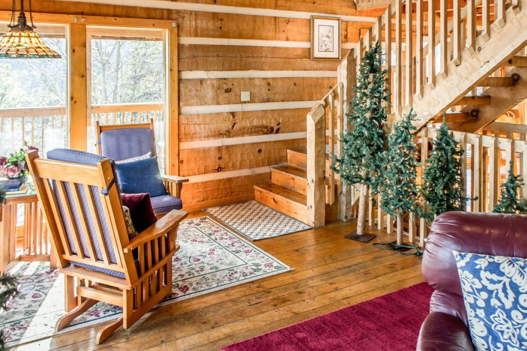 Photo of a Pigeon Forge Cabin named Halleluia - This is the fifth photo in the set.