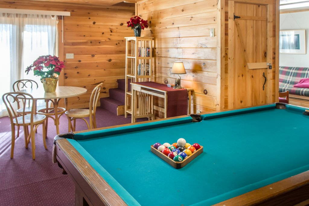 Photo of a Pigeon Forge Cabin named Halleluia - This is the twenty-first photo in the set.
