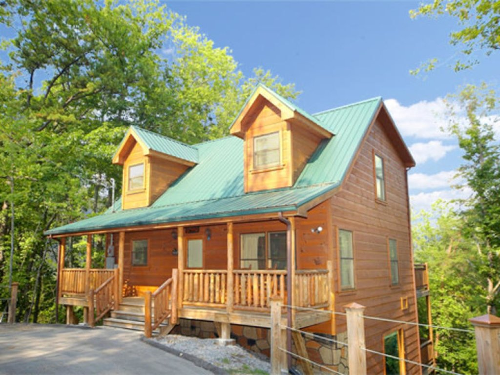 Photo of a Gatlinburg Cabin named Bearfoot Lodge - This is the first photo in the set.