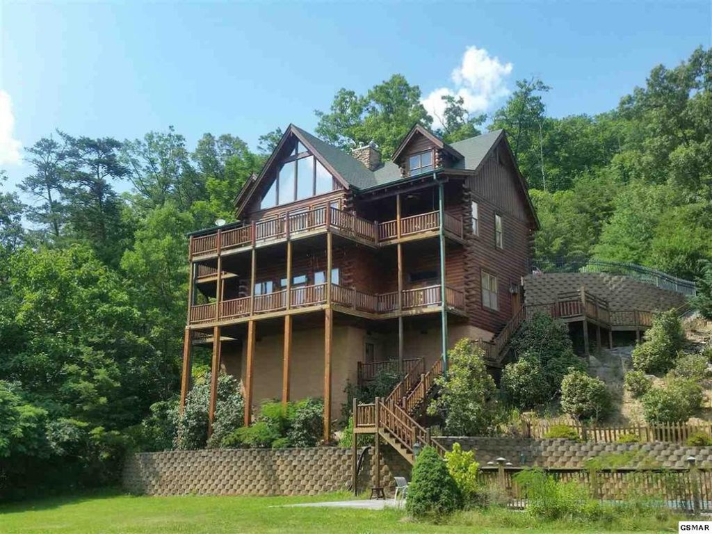 Photo of a Pigeon Forge Cabin named Trappers Ridge - This is the thirty-second photo in the set.