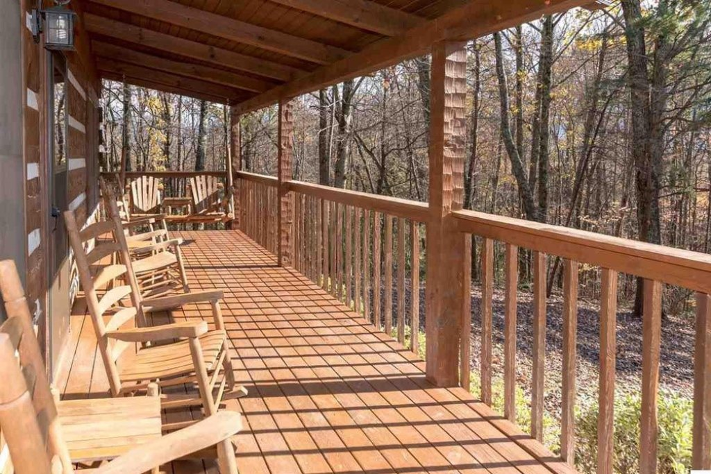 Photo of a Gatlinburg Cabin named Bear Trails - This is the second photo in the set.