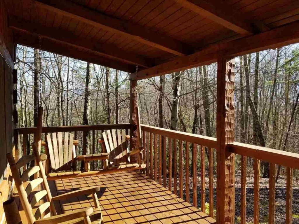 Photo of a Gatlinburg Cabin named Bear Trails - This is the third photo in the set.