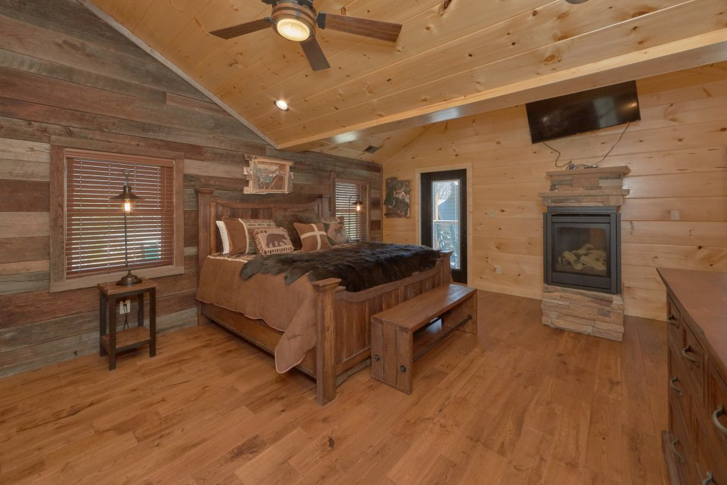 Photo of a Gatlinburg Cabin named Copper Creek Lodge - This is the sixth photo in the set.