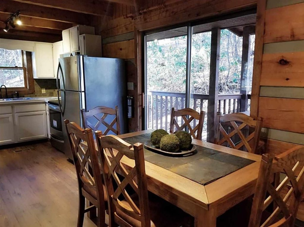 Photo of a Gatlinburg Cabin named Bear Trails - This is the twenty-fourth photo in the set.