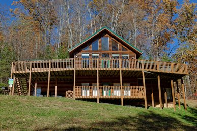Gatlinburg's Largest, Most Private Log Cabin With Giant Hot Tub & Game Room