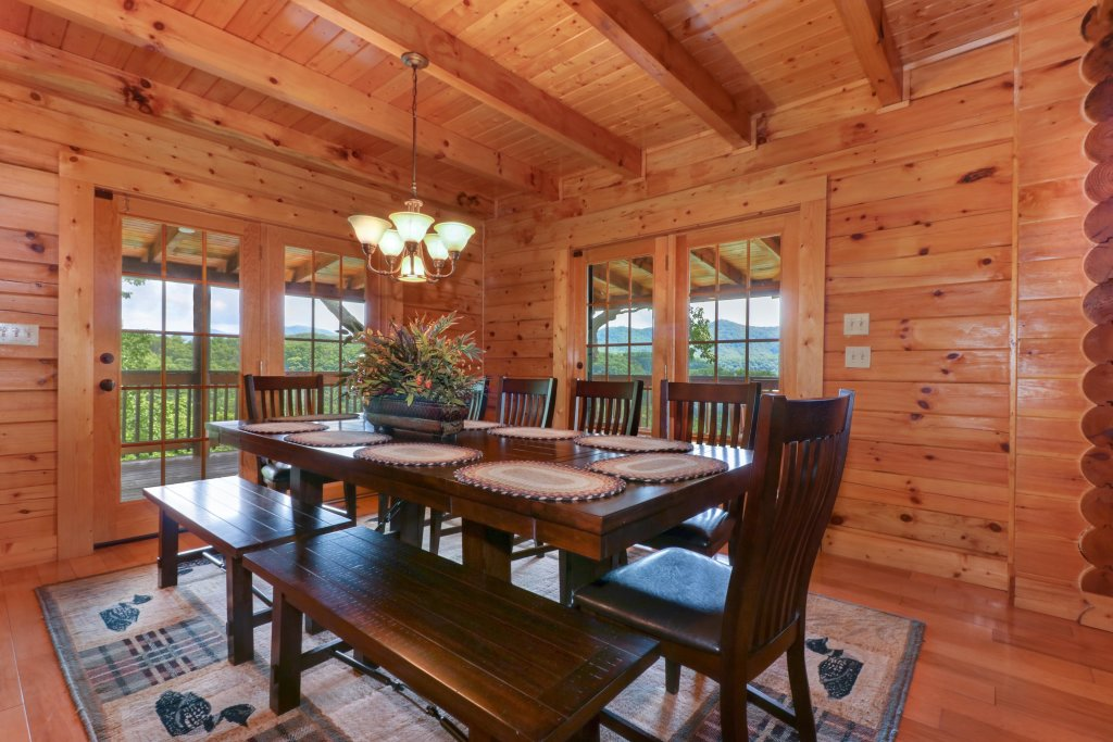 Photo of a Sevierville Cabin named Mountain Top Mansion - This is the third photo in the set.