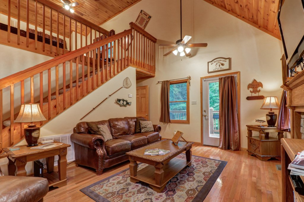Photo of a Sevierville Cabin named Cabin Fever - This is the first photo in the set.