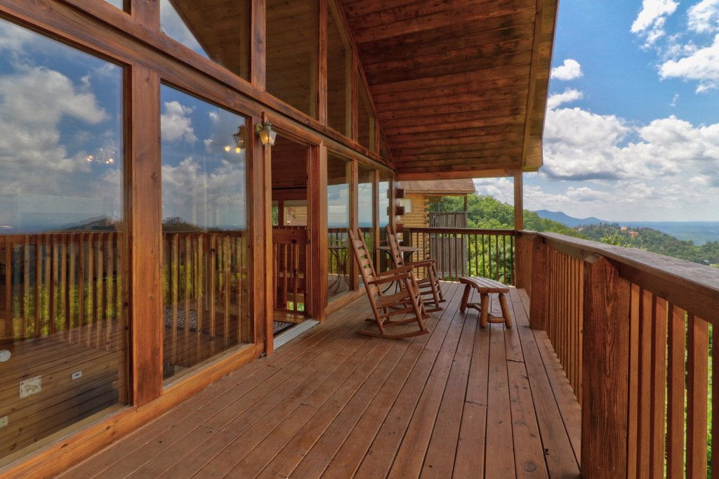 Photo of a Pigeon Forge Cabin named Sky View - This is the nineteenth photo in the set.