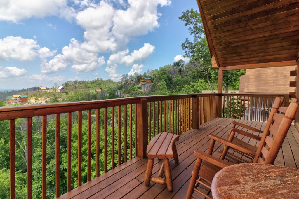 Photo of a Pigeon Forge Cabin named Sky View - This is the eighteenth photo in the set.