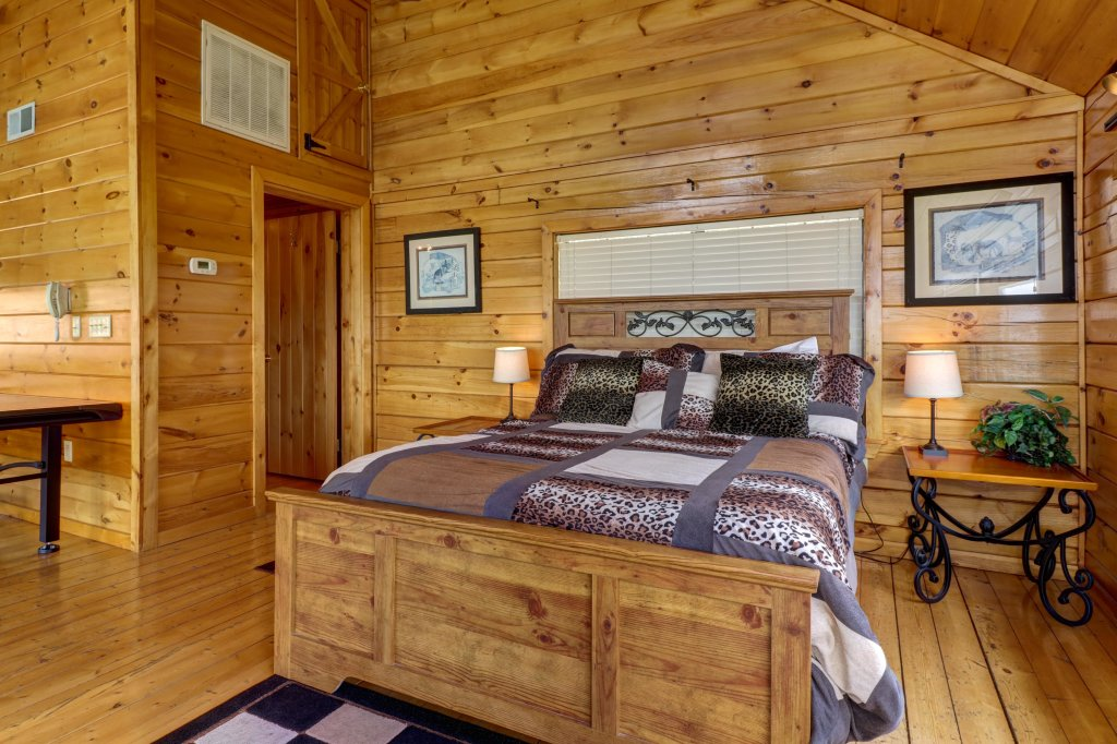 Photo of a Pigeon Forge Cabin named Sky View - This is the twenty-fifth photo in the set.