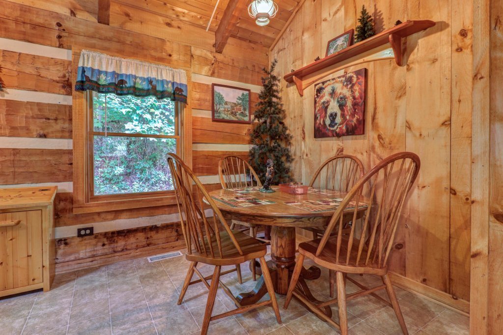 Photo of a Sevierville Cabin named Bears Heaven - This is the seventh photo in the set.