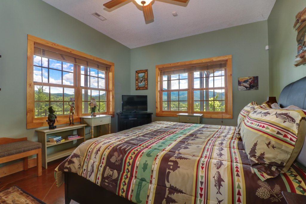 Photo of a Sevierville Cabin named Mountain Top Mansion - This is the twenty-second photo in the set.