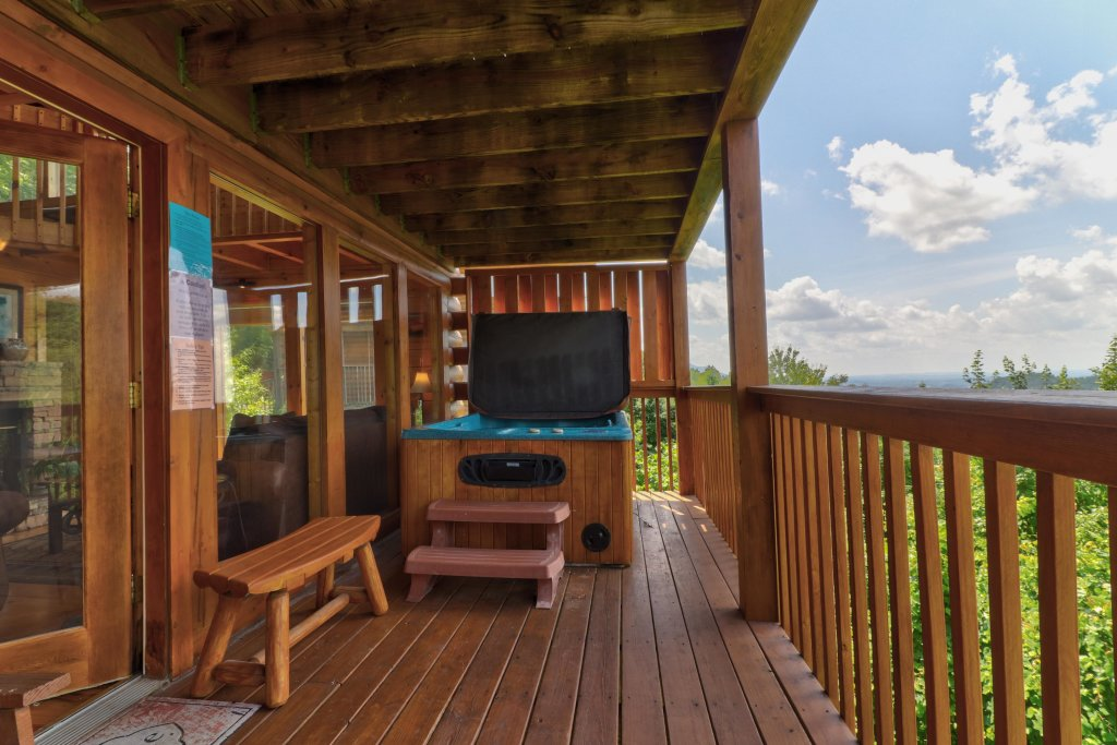 Photo of a Pigeon Forge Cabin named Sky View - This is the twenty-eighth photo in the set.