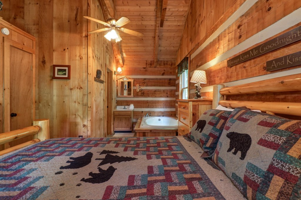 Photo of a Sevierville Cabin named Bears Heaven - This is the twenty-third photo in the set.