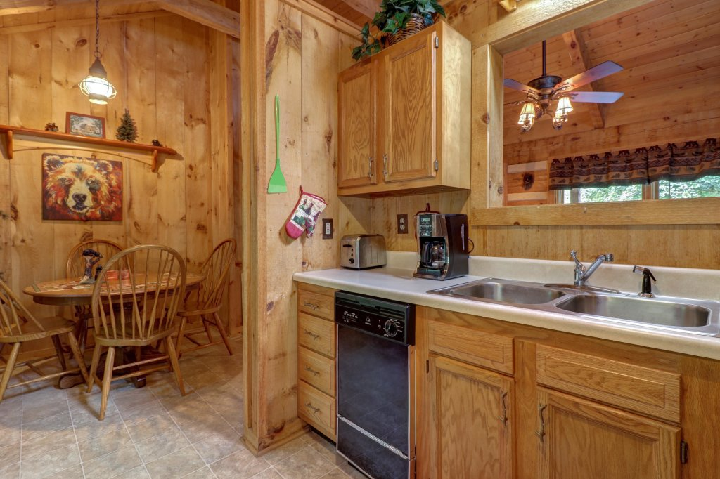 Photo of a Sevierville Cabin named Bears Heaven - This is the twenty-second photo in the set.