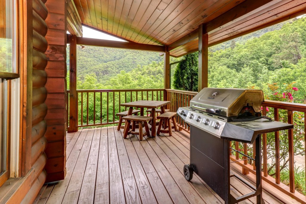 Photo of a Sevierville Cabin named Altitude Adjustment - This is the third photo in the set.