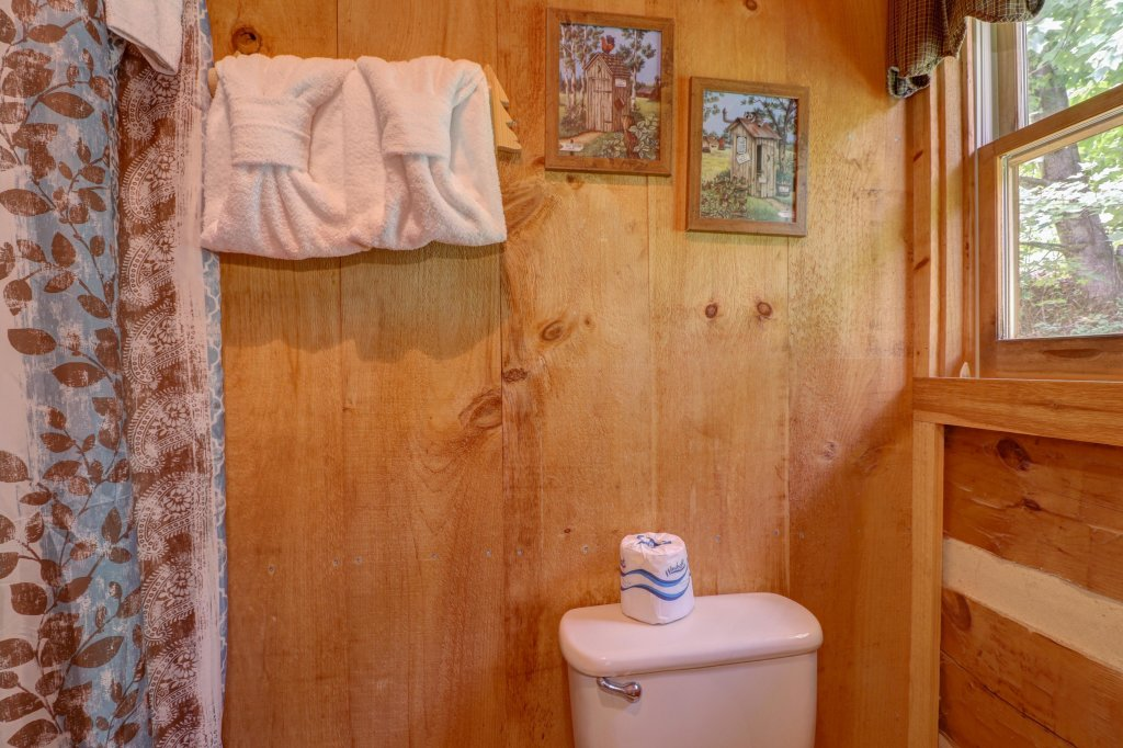 Photo of a Sevierville Cabin named Bears Heaven - This is the twenty-sixth photo in the set.