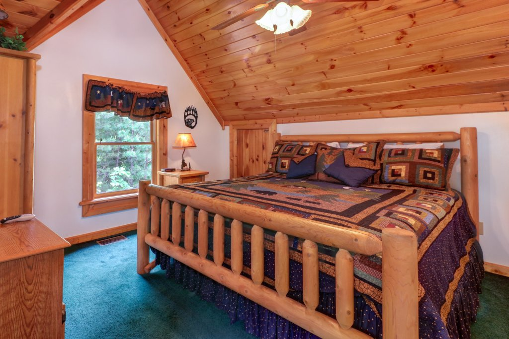Photo of a Sevierville Cabin named Altitude Adjustment - This is the tenth photo in the set.