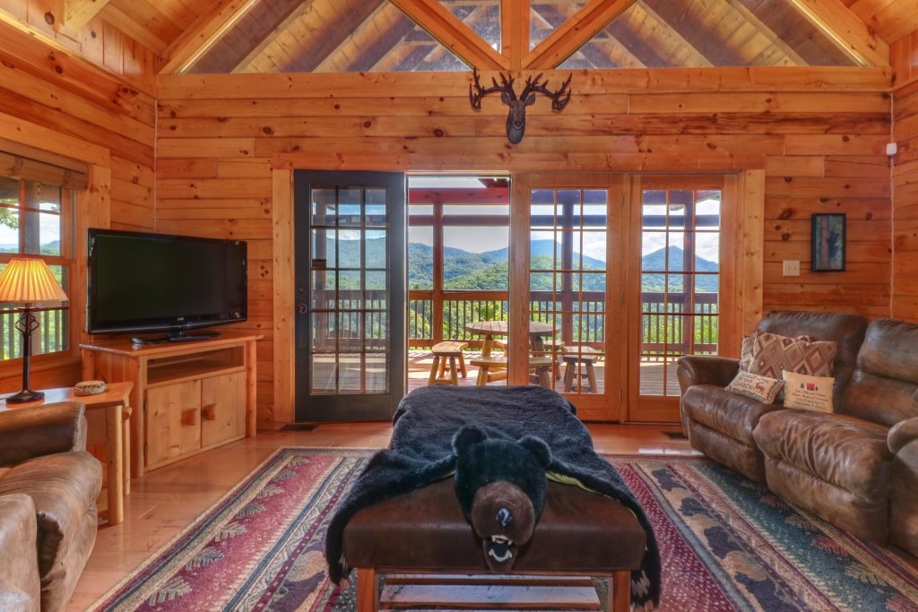 Photo of a Sevierville Cabin named Mountain Top Mansion - This is the forty-second photo in the set.