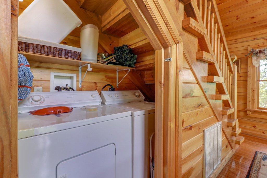Photo of a Sevierville Cabin named Altitude Adjustment - This is the fifteenth photo in the set.