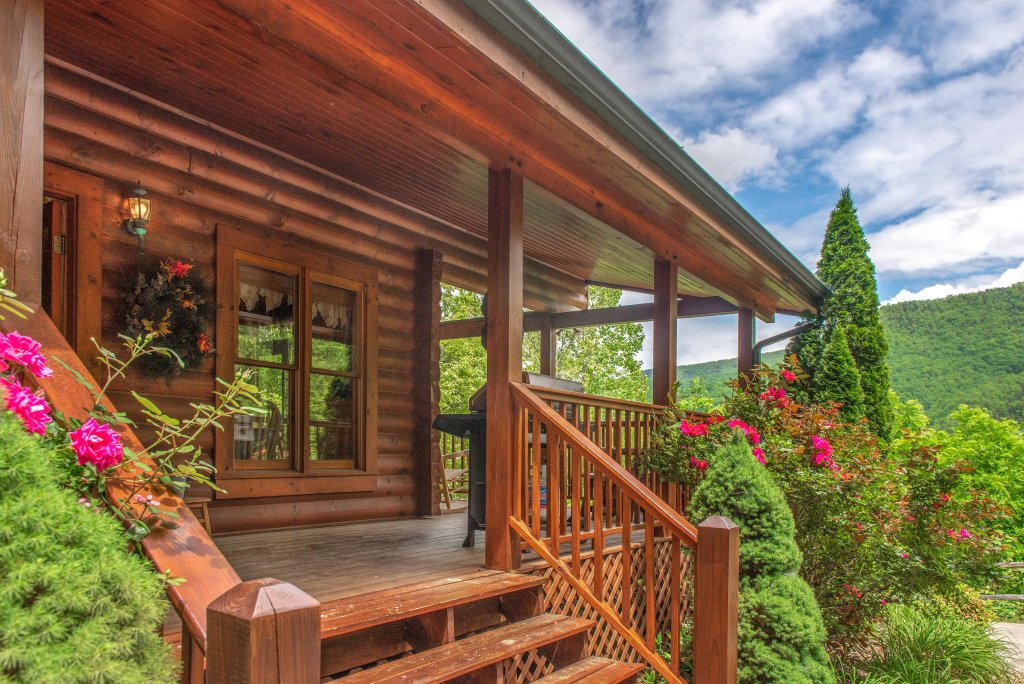 Photo of a Sevierville Cabin named Altitude Adjustment - This is the twenty-second photo in the set.
