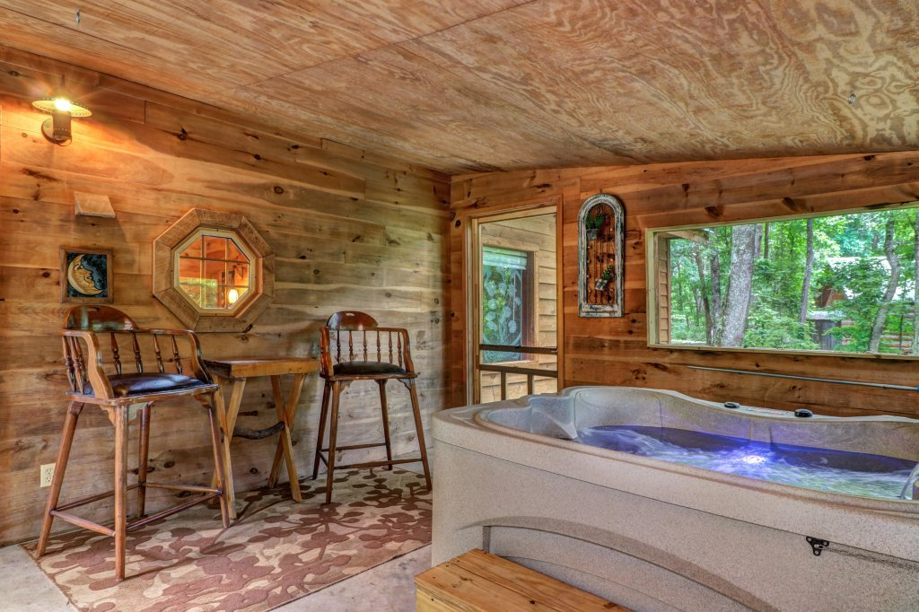 Photo of a Gatlinburg Cabin named Crescent Moon - This is the sixth photo in the set.
