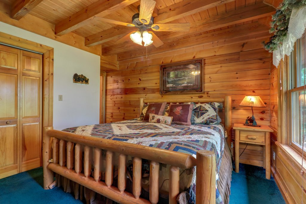 Photo of a Sevierville Cabin named Altitude Adjustment - This is the thirtieth photo in the set.