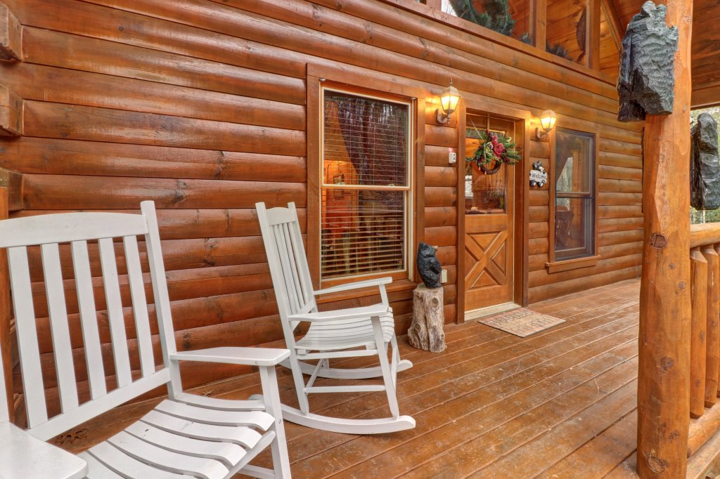 Photo of a Gatlinburg Cabin named Hillybill's Hideout - This is the second photo in the set.