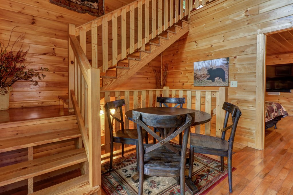 Photo of a Pigeon Forge Cabin named Skinny Dippin - This is the twenty-fourth photo in the set.
