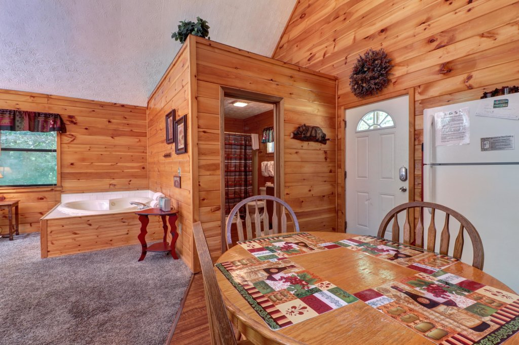 Photo of a Pigeon Forge Cabin named Cozy Bear Cabin - This is the fifteenth photo in the set.