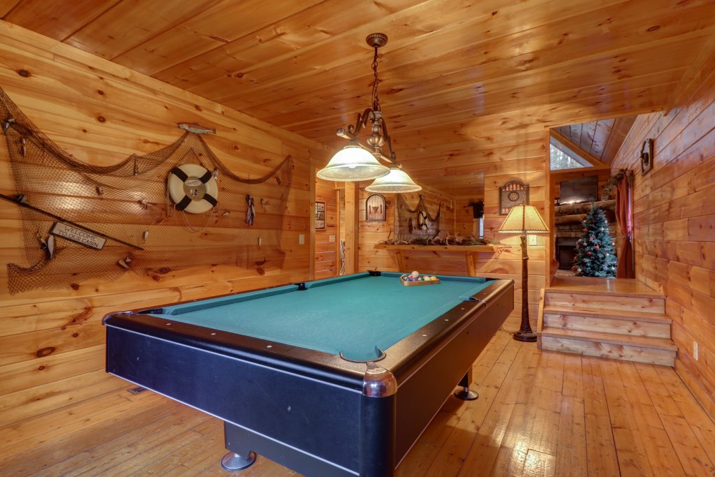 Photo of a Gatlinburg Cabin named Hillybill's Hideout - This is the thirteenth photo in the set.
