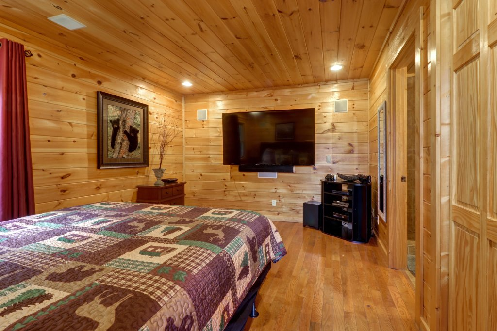 Photo of a Pigeon Forge Cabin named Skinny Dippin - This is the thirty-second photo in the set.
