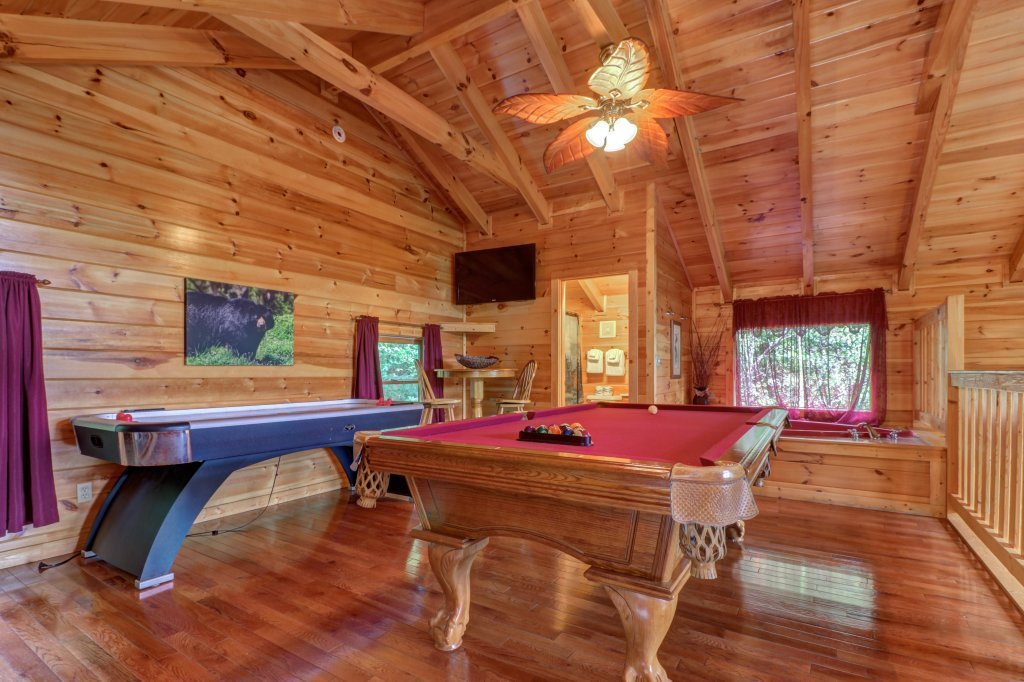 Photo of a Pigeon Forge Cabin named Skinny Dippin - This is the fortieth photo in the set.