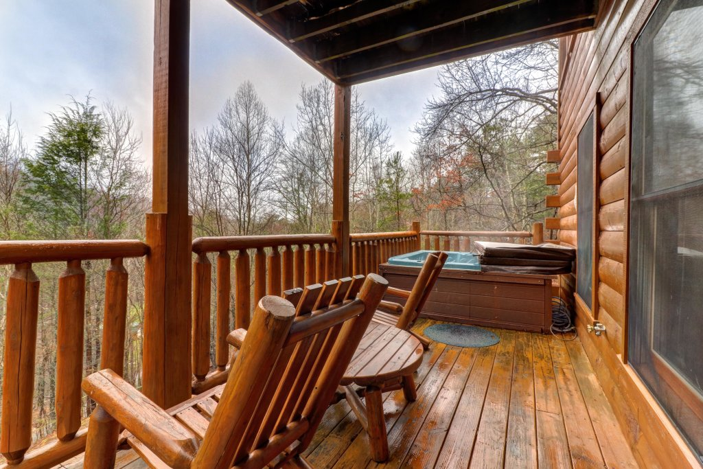 Photo of a Gatlinburg Cabin named Hillybill's Hideout - This is the twenty-sixth photo in the set.