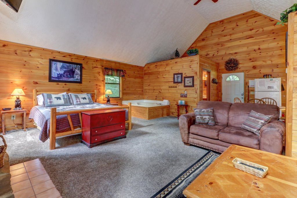Photo of a Pigeon Forge Cabin named Cozy Bear Cabin - This is the sixteenth photo in the set.