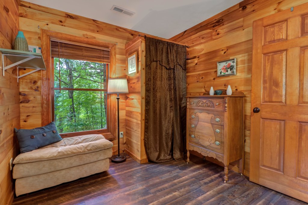 Photo of a Gatlinburg Cabin named Crescent Moon - This is the seventeenth photo in the set.