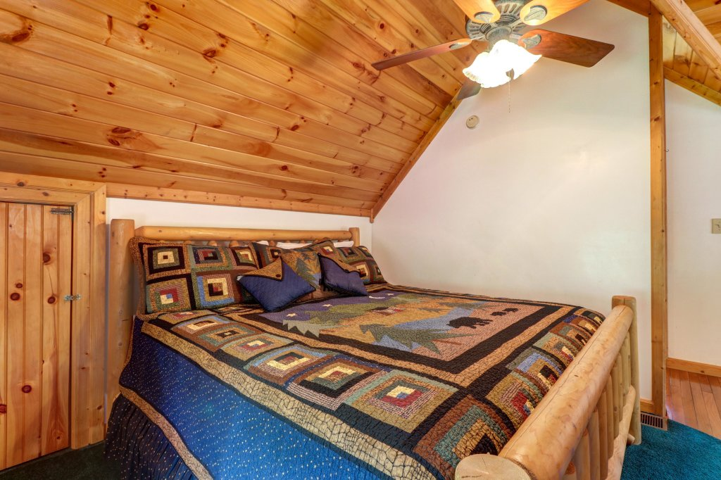 Photo of a Sevierville Cabin named Altitude Adjustment - This is the twenty-seventh photo in the set.